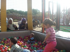 Bällebad auf dem Spielplatz vom Azhar Park
